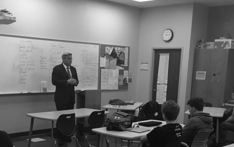 Television Reporter Duane Pohlman Speaks to Journalism Class