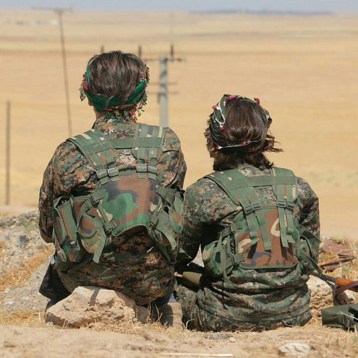 Rojava soldiers from a women's protection unit pictured in August 2015. Image source: BijiKurdistan via Flickr / Wikimedia Commons.