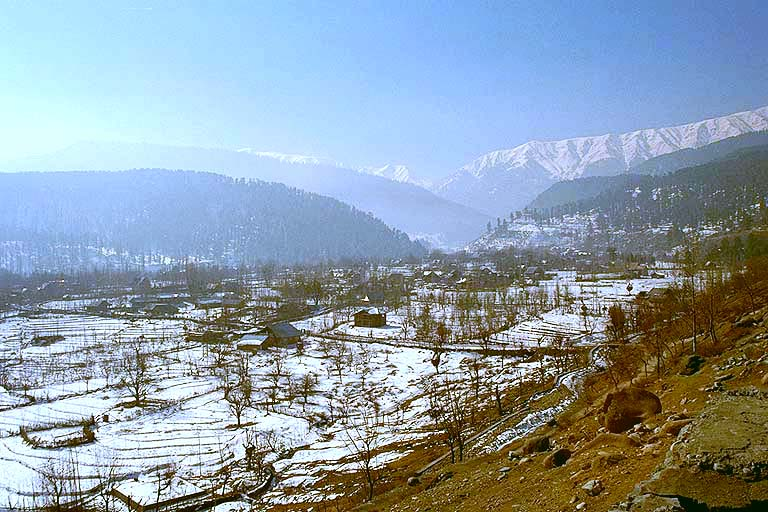 Kashmir+was+called+called+%E2%80%9CHeaven+on+Earth%E2%80%9D+by+Mughal+Emperor+Jahangir+in+the+17th+century+due+to+the+natural+beauty.+Image+by+Michael+Peterson+via+Wikimedia+Commons.