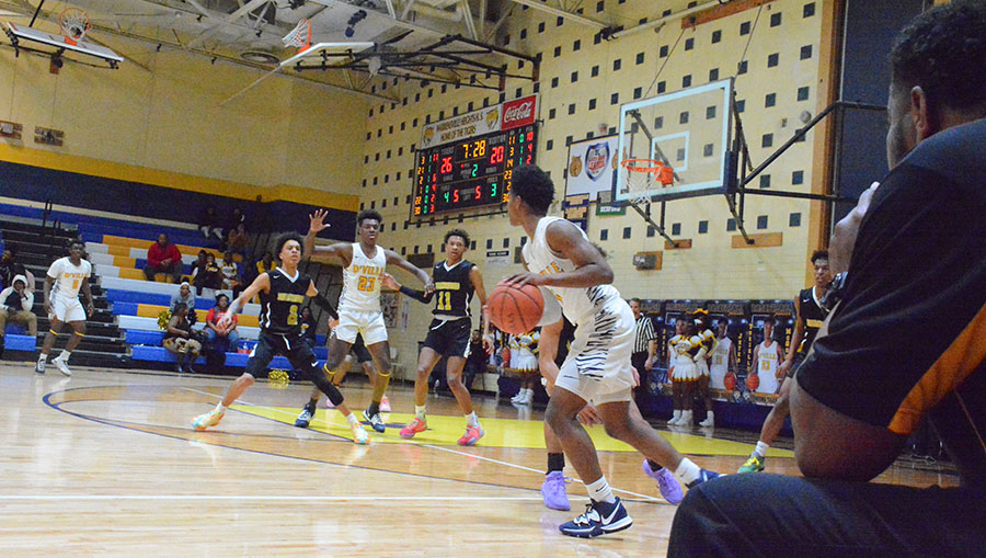Fast-Paced Warrensville Tigers Defeat Bison in Second Round of Playoffs